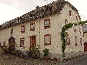 Winzerhaus - giebelständiges Quereinhaus (Maximinstr.)